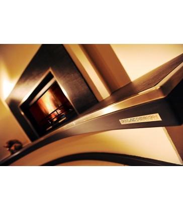 Clam 5.84 FR con rivestimento su misura in Ardesia e Acciaio. Alzata di base in pietra e ludi a LED